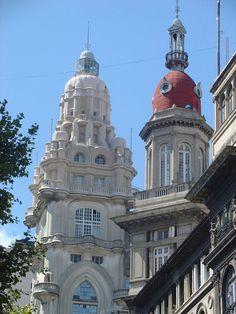 Cúpulas del Palacio Barolo y del edificio La Inmobiliaria. Avenida de Mayo, Buenos Aires