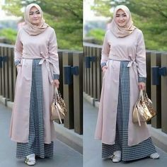 Batik Fashion, Abaya Fashion, Modest Fashion, Women's Fashion Dresses, Casual Hijab Outfit, Hijab Style Dress, Mode Batik, Moslem Fashion, Modele Hijab