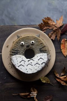 Perfect for a birthday or as cute Halloween treat. Nutty roasted black sesame seeds are infused all over this light and fluffy chiffon cake that resembles the adorable Japanese anime Totoro Chiffon Recipe, Chiffon Cake, Sesame Recipes, Asian Recipes, Cute Halloween Treats, Animal Cakes, Cake Photography, Black Sesame, Asian Desserts