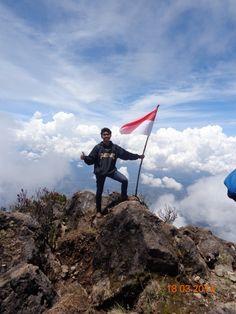 Sumbing Mt. (summit) 3371m
