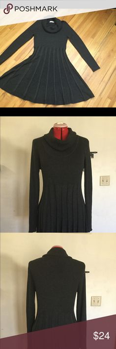 Calvin Klein Sweater Drees. Sz L Gorgeous charcoal color dress. Very warm and comfortable Cowl Neck. Used, but in very good conditions. Smoke & Pet free home. Feel free to ask any questions. Calvin Klein Sweaters Cowl & Turtlenecks