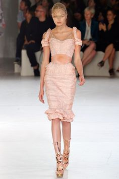 Alexander McQueen Spring 2012 Ready-to-Wear Fashion Show - Romee Strijd (Viva)