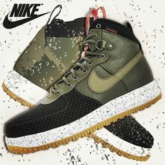 Say hello to the @nike #Lunar #Force 1 #Duckboot in black/green loden/gum. The #winter #boot version of the famous #AirForce1. This boot will allow you to hit the streets no matter the #season. #Wool-lining water-repellent #leather and rugged outsole combine to give you a #shoe to brace the elements. Don't worry about slipping on the ice the solid rubber outsole has quite an aggressive #traction pattern. This boot is #jacked on the outside but inside all you'll feel is the #LunarLight foam…