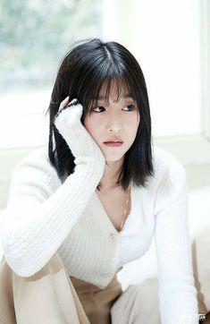 Korean Short Hair Bob, Kpop Short Hair, Short Hair With Bangs, Short Bob Hairstyles, Hairstyles With Bangs, Girl Hairstyles, Korean Beauty, Asian Beauty, Medium Hair Styles