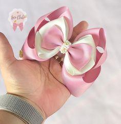 Satin Ribbon Flowers, Lace Bows, Ribbon Bows, Fabric Flowers, Diy Hair Bows, Diy Bow, Ribbon Hair, Headband Hairstyles, Diy Hairstyles