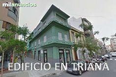 . En el centro de Las Palmas, junto a TRIANA, en venta edificio de tres plantas haciendo esquina, planta baja consta de dos locales comerciales, uno de 107 m2, otro de 92 m2, primera planta vivienda de 208,8 m2, segunda planta vivienda de 208,8 m2, y azotea
