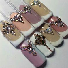 Shinny like a diamond Swarovski Nails, Crystal Nails, Rhinestone Nails, Bling Nail Art, Bling Nails, Nail Crystal Designs, Diamond Nail Art, Nails Design With Rhinestones, Nail Jewels