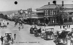 StateLibQld 1 45643 North on Ruthven Street, with the Club Hotel to the right, ca. 1908 - Category:Hotels and pubs in Toowoomba - Wikimedia Commons Horse Drawn, Rural Area, Sunshine State, Old Photos, Britain, Street View, Australia, Horses, Club
