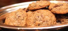 Spesery Sjokoladekoekies | Boerekos – Kook met Nostalgie Biscuit Cookies, Dessert Recipes, Desserts, Macaroons, Biscuits, Muffin, Breakfast, Sweetest Thing, Afrikaans