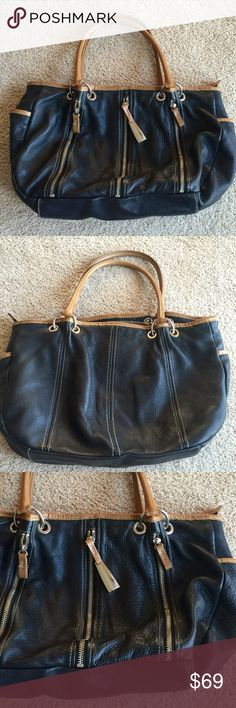 ❗️Paola by Perlina Designer Zipper Bag! MSRP $138 ❗️Paulo by Perlina Black Bag Tan Trim. Zippered look. Very large retails $138! Make an offer! Selling to first reasonable offer i receive! Or enjoy 30% off bundles! Take advantage of my sale! Asap shipping :-) Perlina Bags
