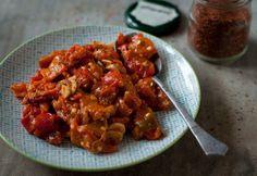 Fűszeres sültpaprika-saláta Curry, Chicken, Meat, Ethnic Recipes, Food, Drink, Curries, Beverage, Essen
