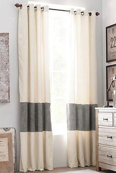 Rayures minimalistes! Rideaux rayés gris et blanc (chambre) http://mes-envies-deco.overblog.com/2014/08/des-rideaux-rayes-idee-deco-a-faire-soi-meme-ou-pas.html