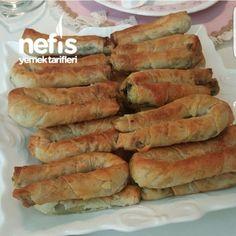 Ispanaklı Sirkeli Börek Tarifi (videolu) – Nefis Yemek Tarifleri Pastry with Spinach and Vinegar Pastry Recipes, Pizza Recipes, Dumpling Recipe, Turkish Recipes, Eating Habits, Hot Dog Buns, Spinach, Breakfast Recipes, Biscuits
