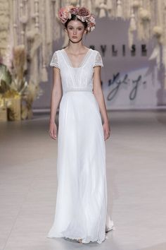 50 vestidos de novia corte recto 2020: el diseño ideal para estilizar tu figura Rembo Styling, Estilo Boho Chic, Right To Privacy, Catwalks, Bridal, Fashion Week, How To Find Out, White Dress, Flower Girl Dresses