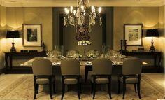 Sala de jantar sóbria e sofisticada.