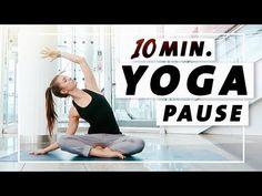 Yoga Flow Anfänger und Mittelstufe   10 Minuten Entspannung, Dehnung & Kraft - YouTube