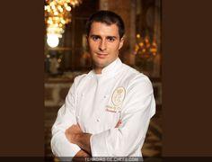 Portrait du chef Christopher Hache des Ambassadeurs le restaurant de 'hotel de Crillon à Paris et sa recette de foie gras roti en cocotte lu...