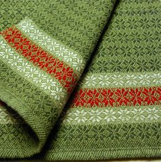 lovely for Christmas Weaving Designs, Weaving Projects, Weaving Patterns, Loom Weaving, Tapestry Weaving, Hand Weaving, Christmas Towels, Willow Weaving, Woven Scarves