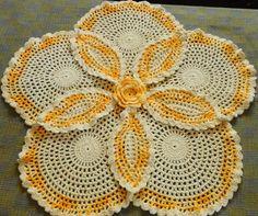 Conheçam a artesã Eunice F Chagas e seus lindos tapetes de crochê. Ela aceita encomendas, aproveitem.