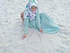 Tempat yang paling disukai 😍😍😍 #pantai . #Lensa #Muslimah Dari Sudut Yang Indah .  Like,  Share and Tag 5 Sahabat Muslimahmu .  Follow 💝 @LensaMuslimahID 👒📷 Follow 💝 @LensaMuslimahID 👒📷 Follow 💝 @LensaMuslimahID 👒📷 . Join Us @MuslimahIndonesiaID 🎈  Karena Muslimah #Sholehah Itu Istimewa by @desy_purnama  #duniajilbab #wanitasaleha #beraniberhijrah #tausiyahcinta #sahabattaat #sahabatmuslimah #Hijab #Jilbab #Khimar #KaumHawa #MuslimahTraveller #NiqobSquad #hijrahku #backtojannah…