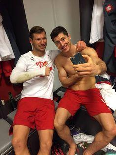 The Poland national football team Polished Man, Robert Lewandowski, You'll Never Walk Alone, National Football Teams, Cycling Gloves, Funny Slogans, How To Look Pretty, Retro Fashion, Poland