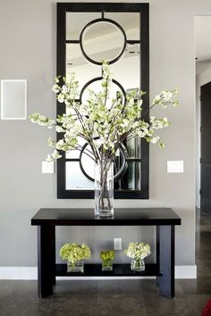 Entryway Table Decor Inspiration But WHITE- Outstanding Arrangement of Simple Stems in the Tall Glass Vase…The Small, insignificant ones underneath aren't very imaginative…Anything, or Nothing would have made a better statement to me… Foyer Decorating, Decorating Your Home, Decorating Tips, Interior Decorating, Decorating With Vases, Cheap Home Decor, Diy Home Decor, Home Flower Decor, Green Home Decor