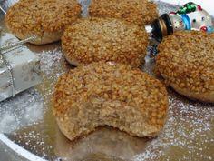 Polvorones de almendra, canela y ajonjolí cocina tradicional Food N, Good Food, Food And Drink, Brownie Cookies, Cake Cookies, Mantecaditos, Low Carb Sweets, Pan Dulce, Coconut Cookies
