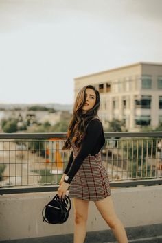 Curious how to transition from summer to fall? Olivia from Signed Silver Lining shows her top fashion tips on how to transition from summer to fall. Classic Outfits, Simple Outfits, Fall Outfits, Elegant Outfit, Autumn Summer, Skirt Outfits, Everyday Outfits, Outfit Of The Day, Silver Lining