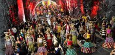 ¿Ya viste el gran video de apertura de La pista Caracol TV?    ¡16 artistas colombianos, entre los que están Pipe Bueno, Ilona, Adriana Lucía, Sebastián Yepes, Naty Botero, Checo Acosta, entre otros, participaran de este concurso que contagiará a Colombia!