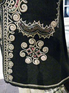 Folk Costume, Costumes, Japanese Art, Dressmaking, Alexander Mcqueen Scarf, Printing On Fabric, Folk Art, Embroidery, Traditional