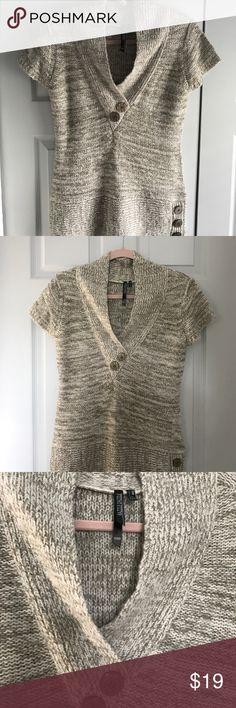 Beautiful Sweater For Fall This cozy sweater is the perfect addition to any fall and winter wardrobe. Like new condition. Purchased from a local boutique. Size medium. Smoke-free, pet-free home. razzle dazzle Tops Sweatshirts & Hoodies