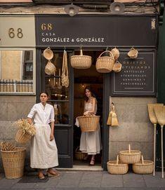 Design interior shop boutiques inspiration Ideas for 2019 Design Shop, Coffee Shop Design, Cafe Design, Store Design, Cafe Shop, Shop Fronts, Cafe Interior, Interior Design, Retail Design