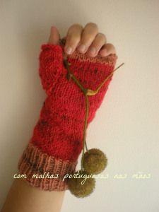 Mitenes de lã Beiroa. *a Ângela com malhas portuguesas nas mãos* #beiroa