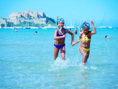 Korsika ist ein ideales Reiseziel für den Familienurlaub mit Kindern: Die ganze Insel ist mit ihren sanft abfallenden Stränden, ihren
