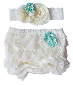These sweet ruffle lace baby bloomer shorts have ruffles on both the back AND front!  Adorned with two dainty flowers, they come with a matching baby headband a