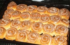Beste Kuchen: Cinnamon Rolls with Cream Cheese Frosting Cinnamon Butter, Cinnamon Rolls, Sweet Cookies, Sweet Treats, Frosting Recipes, Cake Recipes, Sweet And Sour Cabbage, Czech Recipes, Hungarian Recipes