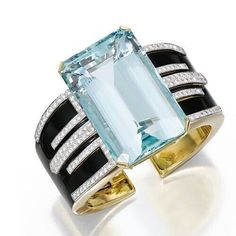 A spectacular #aquamarine and #diamond cuff bracelet by @davidwebbjewels