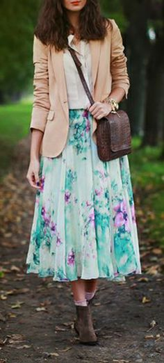 #Modest doesn't mean frumpy. www.ColleenHammon... #fashion #style