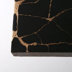 kintsugi-coffee-table-gold-repair-cracks.jpg