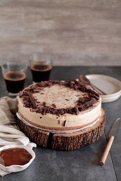 Αυτό το παγωμένο τσίζκεϊκ μπανόφι ετοιμάζεται με 5 (+1) υλικά σε λιγότερο από 30', χρησιμοποιώντας απλά ένα μπλέντερ ή επεξεργαστή τροφίμων! Cake Cookies, Cupcakes, Cupcake Icing, Banoffee, Tiramisu, Cheesecake, Menu, The One, Cooking Recipes