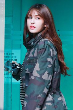J Pop, Jeon Somi, South Korean Girls, Korean Girl Groups, Modern Aprons, Jennie Lisa, Girl Crushes, Asian Woman, Kpop Girls