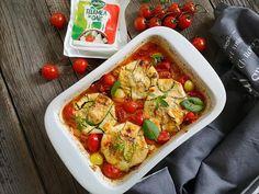 Dovlecei cu telemea si rosii la cuptor - Bucataresele Vesele Vegetable Pizza, Zucchini, Vegetables, Food, Summer Squash, Meal, Eten, Vegetable Recipes, Meals