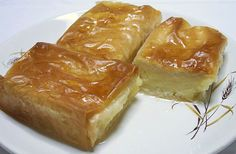 Galaktoboureko - Custard Pies This classic Greek dessert can be found throughout Greece and is widely available in bakeries, pastry shops and snack bars. Greek Sweets, Greek Desserts, Köstliche Desserts, Greek Recipes, Pie Recipes, Dessert Recipes, Copycat Recipes, Breakfast Recipes, Custard Pies