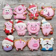 Отряд поросят готов попасть к Вам на Праздник! 🤣😂😍🤗 До 1 декабря индивидуальный подход к заказам! #иранг2019#иранг26 #новогодниепряникиставрополь#пряникиставрополь#пряникиназаказставрополь#заказатьпряникивставрополе#подароквшколунановыйгод# Pig Cookies, Honey Cookies, Iced Cookies, Cute Cookies, Sugar Cookies, Sugar Cookie Royal Icing, Cookie Icing, Gingerbread Cookies, Christmas Cookies