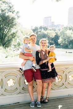Barefoot Blonde Amber Fillerup wearing Joie dress with family in Central Park