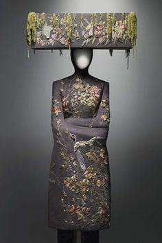 Alexander McQueen: La fantástica y luminosa oscuridad de la Moda.