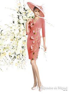 Alejandro de Miguel | Vestido Corto – mod. 781 Couture Dresses, Fashion Dresses, Engagement Party Dresses, Fiesta Outfit, Fashion Illustration Vintage, Short Dresses, Formal Dresses, Muslim Fashion, Homecoming Dresses