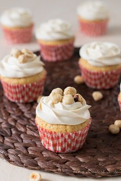 Siempre digo que hay que ponerle un poco de alegría a la vida... Estos cupcakes os van a dar la...