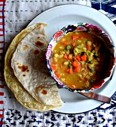 spicy-peanut-butter-and-vegetable-soup // food to glow