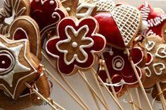 Ako plošne zafarbiť medovníky?   Medovníky Artmama.sk - milučké Christmas Baking, Gingerbread Cookies, Desserts, Food, Dreams, Tailgate Desserts, Ginger Cookies, Meal, Dessert